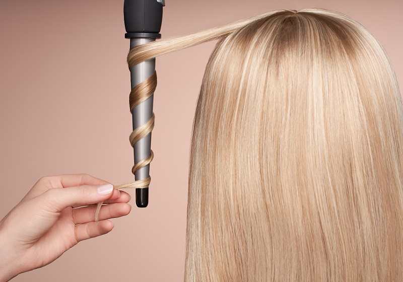 how to curl hair with curling wand