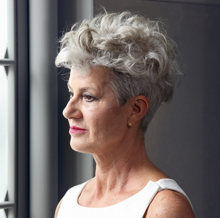 curly hairstyle for women over 50