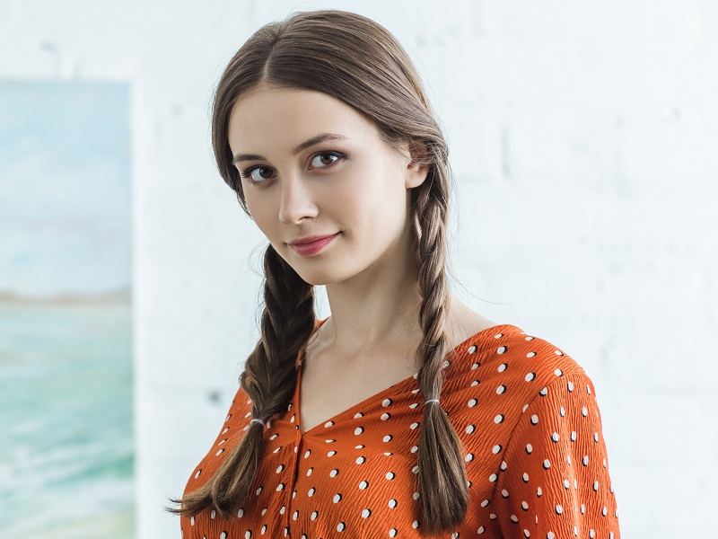 straight hairstyle for round face