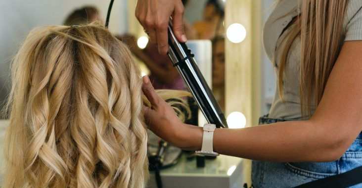 How to Wave Hair With a Flat Iron